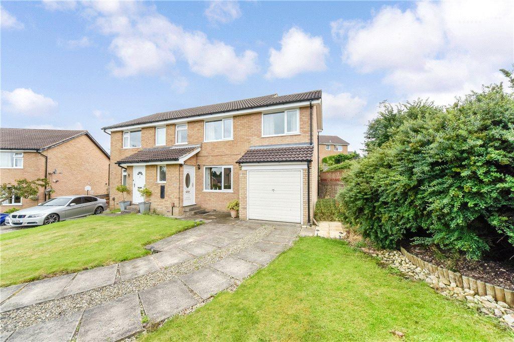 4 Bedrooms Semi Detached House for sale in Nunnington Crescent, Harrogate, North Yorkshire