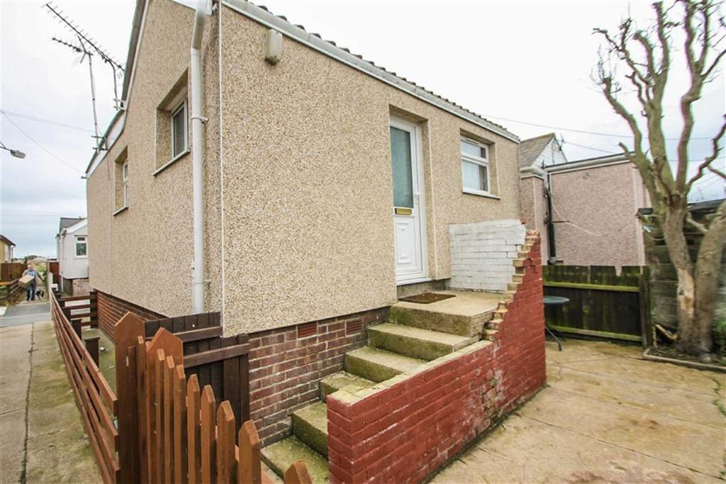 2 Bedrooms Detached Bungalow for sale in Swift Avenue, Jaywick