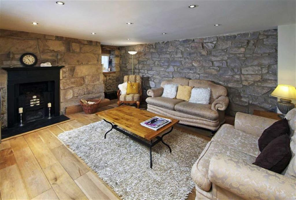 3 Bedrooms End Of Terrace House for sale in Rodsley Place, Rothbury Morpeth