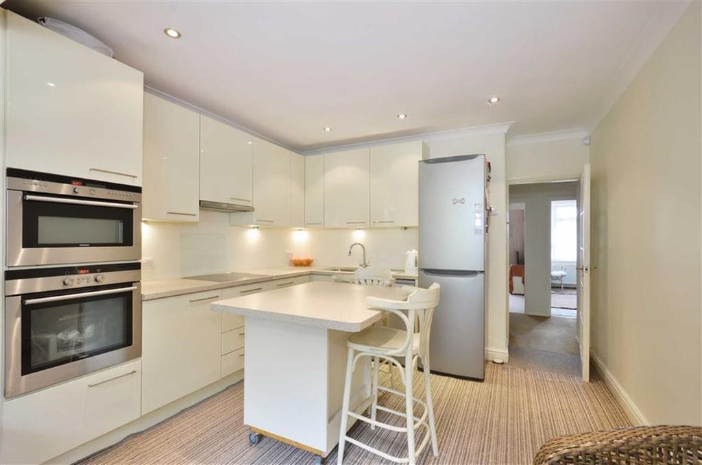 3 Bedrooms Bungalow for sale in Furze View, Chorleywood, Hertfordshire