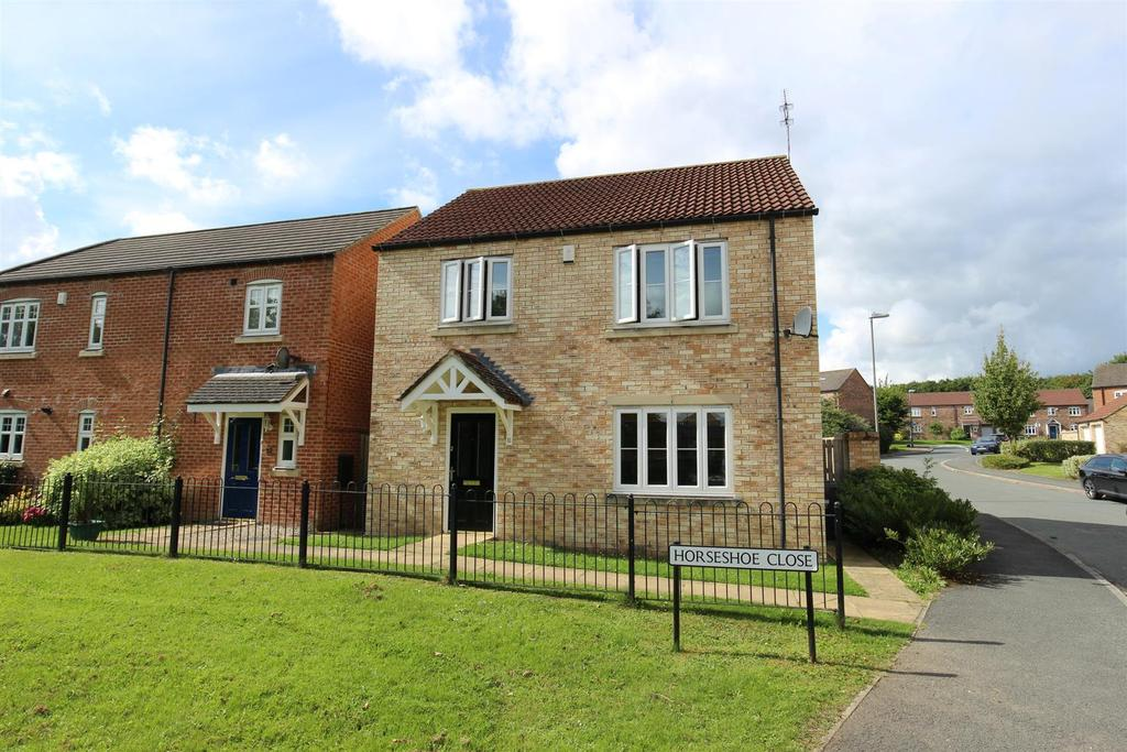 3 Bedrooms Detached House for sale in Horseshoe Close, Colburn, Catterick Garrison