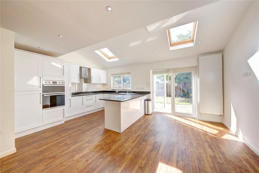 5 Bedrooms Semi Detached House for sale in Connaught Road, Teddington, TW11