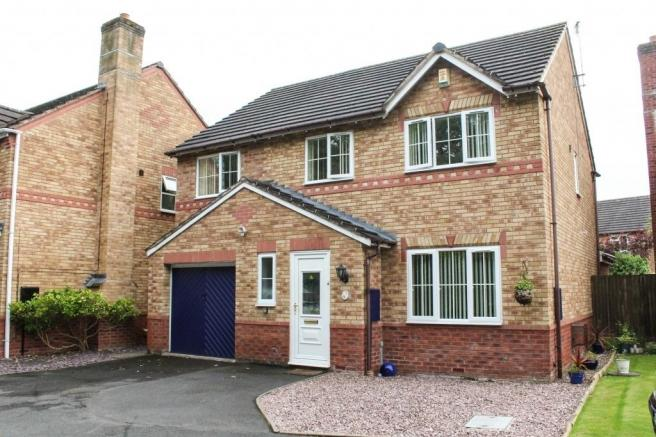 4 Bedrooms Detached House for sale in 7 Eglantine Close, Muxton, Telford, Shropshire, TF2 8RR