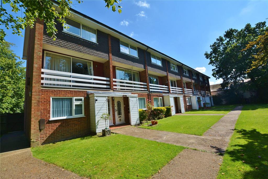 2 Bedrooms Apartment Flat for sale in Knights Court, High Road, Bushey Heath, Bushey, WD23