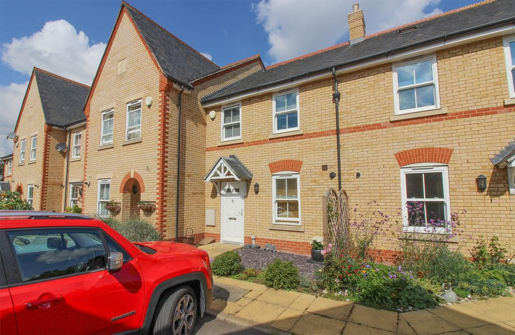 3 Bedrooms Town House for sale in Olivers Court, Shefford, Bedfordshire