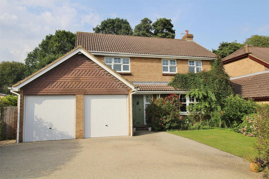 5 Bedrooms Detached House for sale in Hart Close, Uckfield, East Sussex