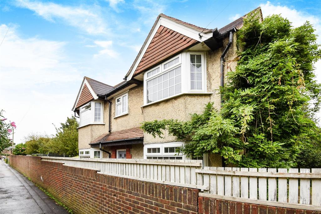 3 Bedrooms Detached House for sale in Whyke Road, Chichester