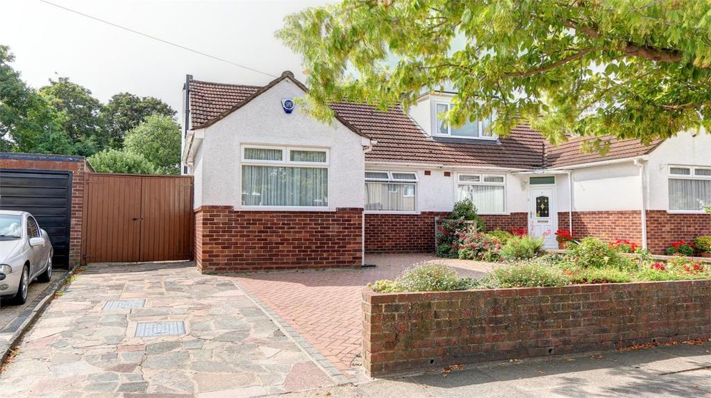 3 Bedrooms Semi Detached Bungalow for sale in Homemead Road, Bromley, Kent