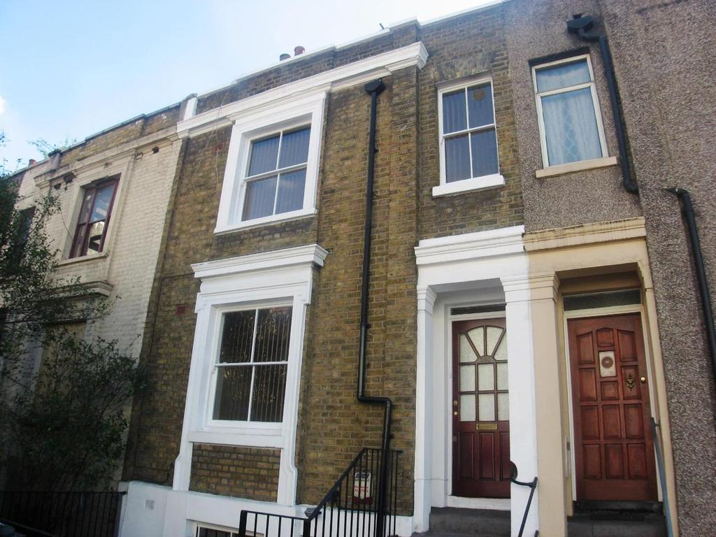 2 Bedrooms Maisonette Flat for rent in New Cross Road SE14