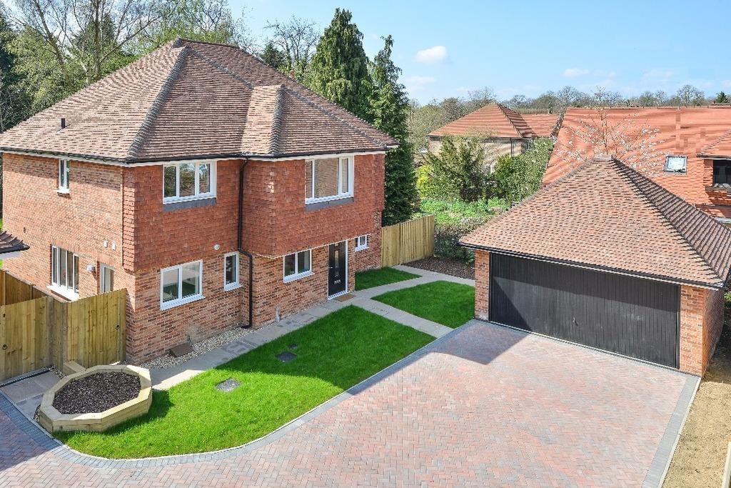 5 Bedrooms Detached House for sale in Birch Manor, Oak Grange, Folders Lane Burgess Hill RH15