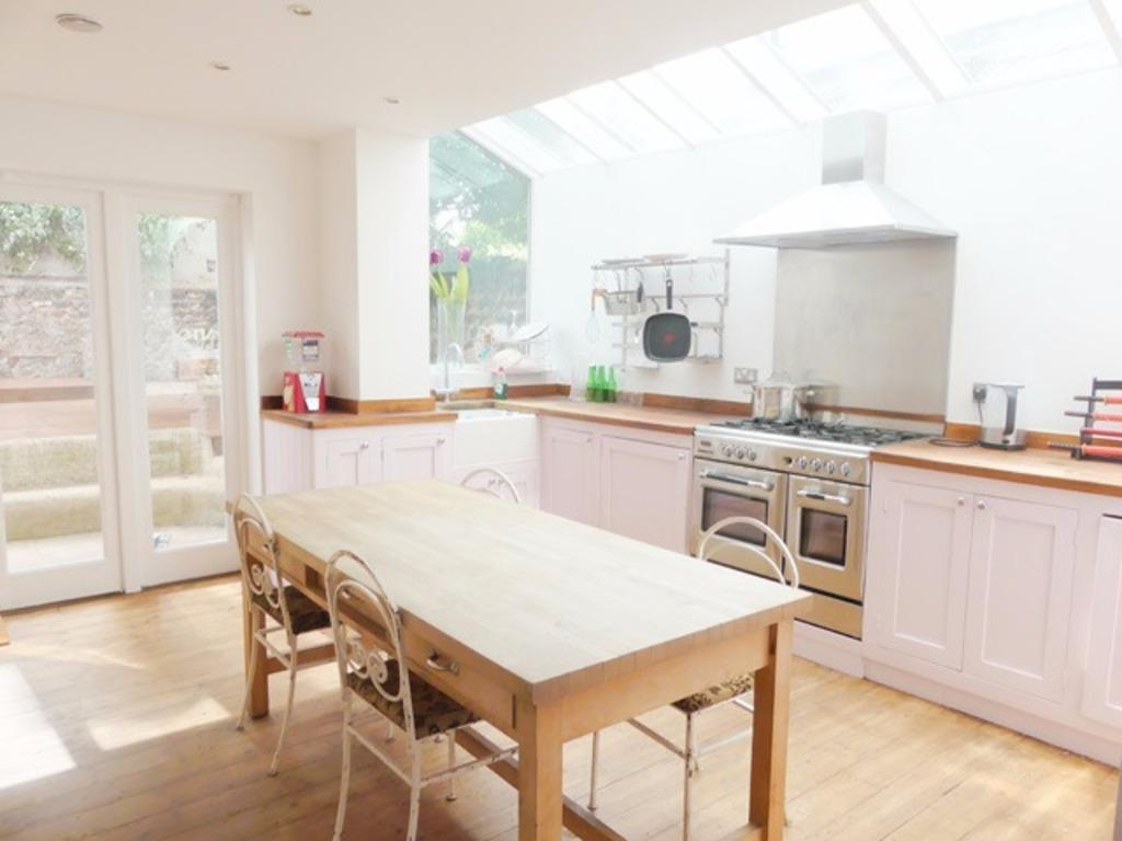 4 Bedrooms Terraced House for sale in Upper Hamilton Road Brighton East Sussex BN1
