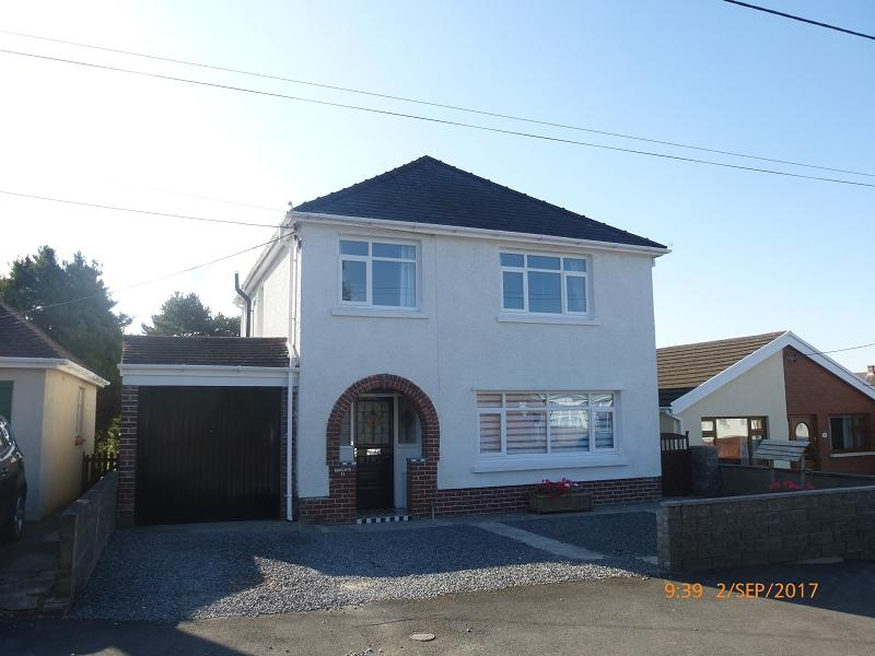 3 Bedrooms Detached House for sale in Walter Road, Ammanford, Carmarthenshire.