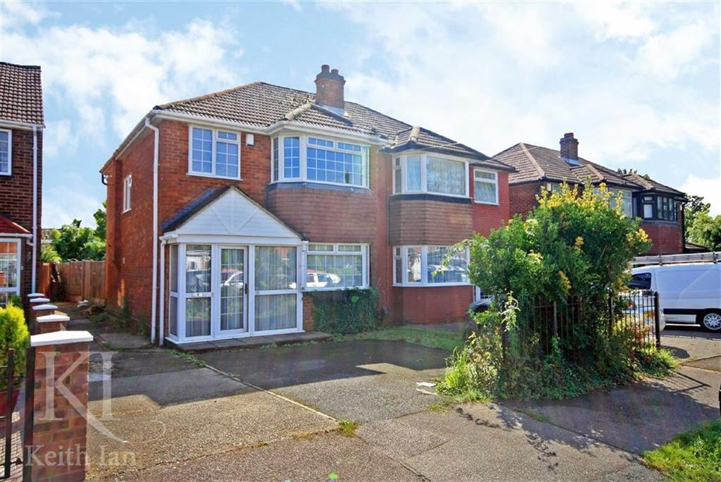 4 Bedrooms Semi Detached House for sale in Warwick Drive, Cheshunt
