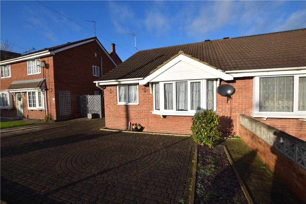 2 Bedrooms Semi Detached Bungalow for sale in Chestnut Rise, Leeds, West Yorkshire