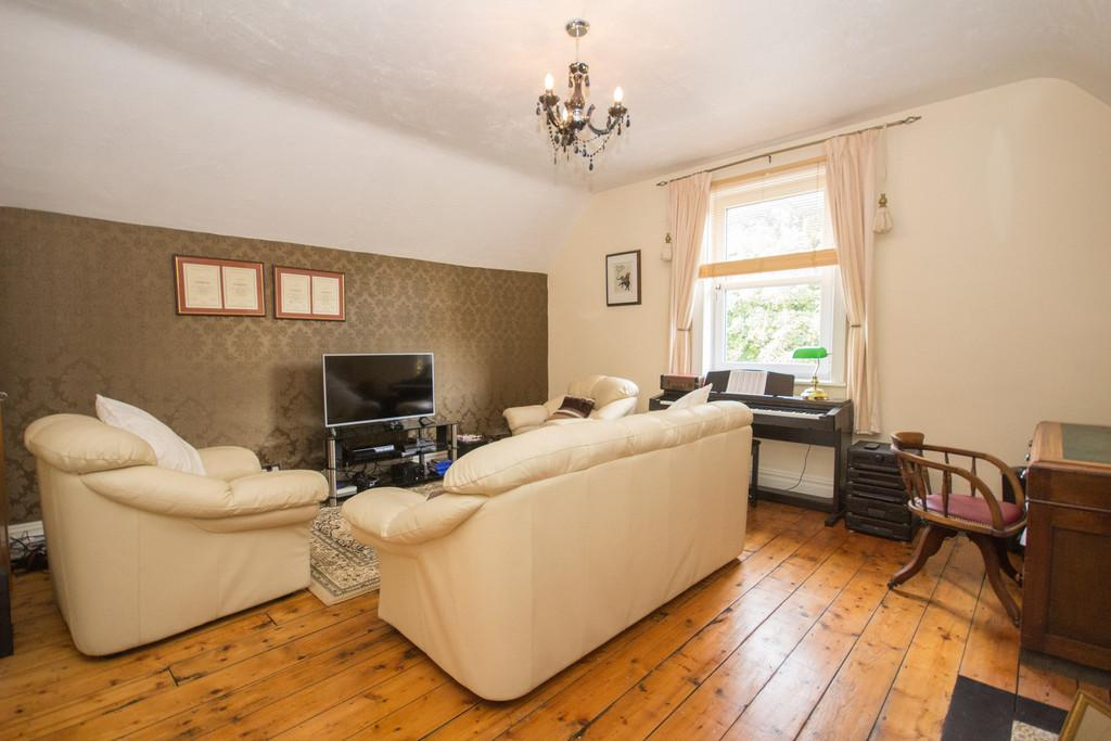 5 Bedrooms End Of Terrace House for sale in Abbey Road, Barrow-In-Furness