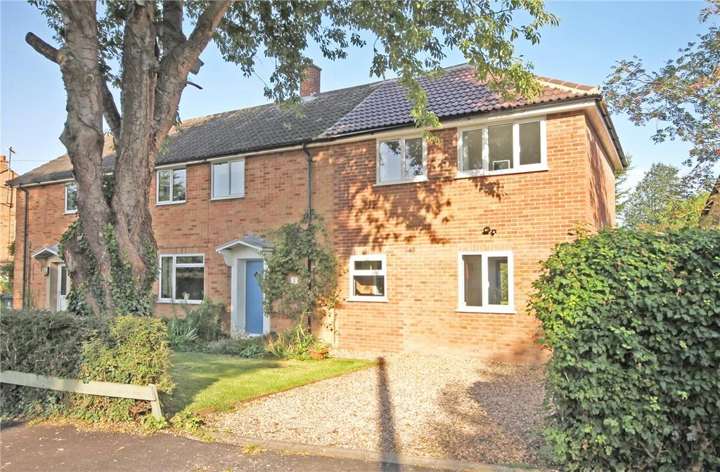 3 Bedrooms Semi Detached House for sale in Queens Close, Harston, Cambridge, CB22