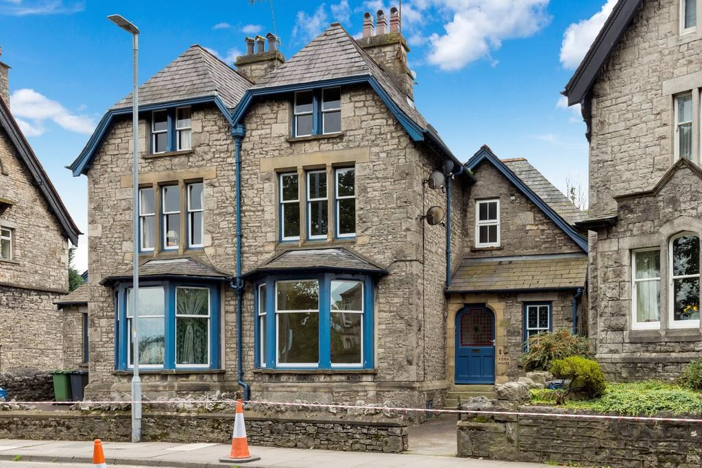 2 Bedrooms Apartment Flat for sale in Flat 2, York House, 38A Aynam Road, Kendal, Cumbria