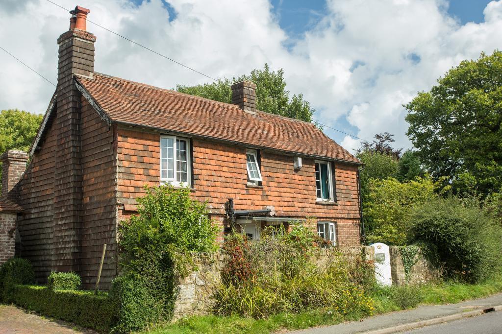 3 Bedrooms Detached House for sale in Cade Street, Heathfield, East Sussex, TN21 9BU