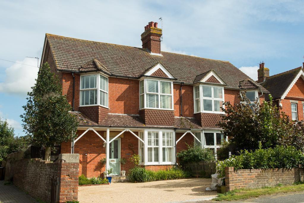 4 Bedrooms Semi Detached House for sale in Ersham Road, Hailsham, East Sussex, BN27 3LG