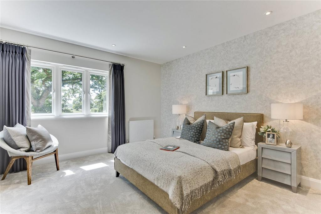 3 Bedrooms Semi Detached House for sale in Malthouse Lane, Meath Green, Horley, Surrey, RH6