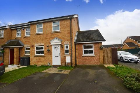 3 bedroom semi-detached house to rent - Villiers Close, Luton, Bedfordshire, LU4 9FR