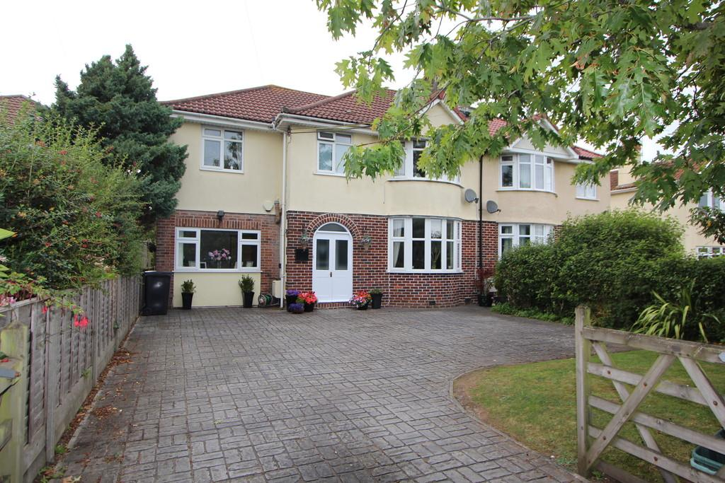 4 Bedrooms Semi Detached House for sale in Superb family home in Langford