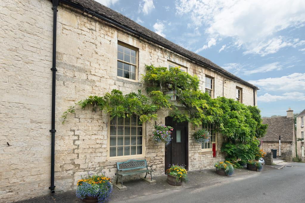 4 Bedrooms Semi Detached House for sale in South Woodchester