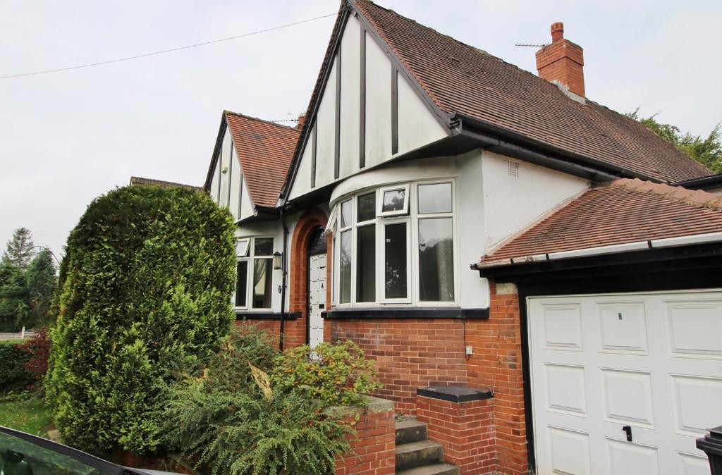 4 Bedrooms Detached Bungalow for sale in Ring Road, West Park, Leeds
