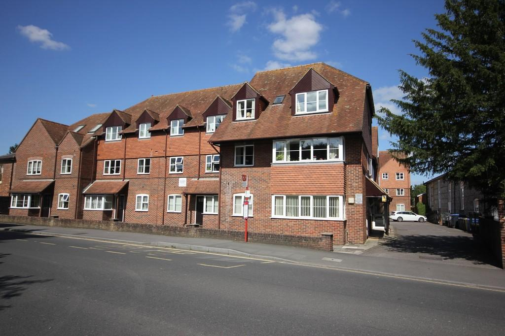 1 Bedroom Flat for sale in PEMBROKE COURT, WEST STREET, WILTON, SALISBURY, WILTSHIRE, SP2 0DG