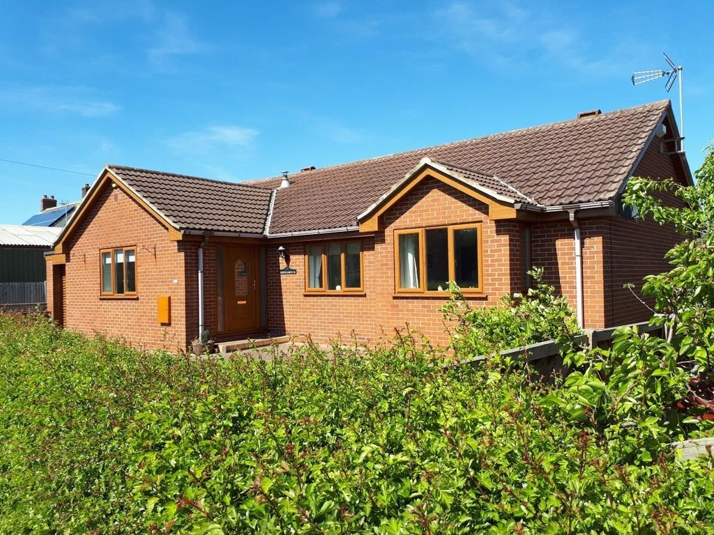 3 Bedrooms Detached Bungalow for sale in Back Lane, East Cowick