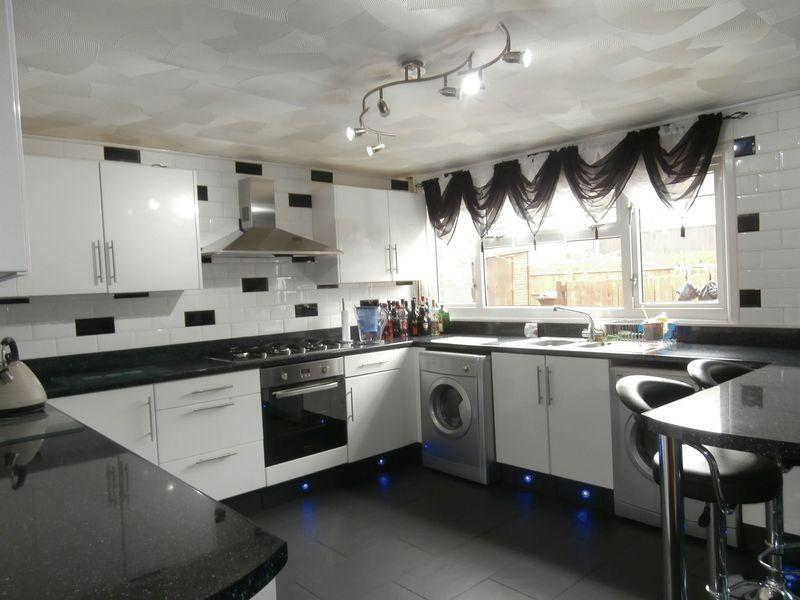 3 Bedrooms Terraced House for sale in Apollo Walk, Hull