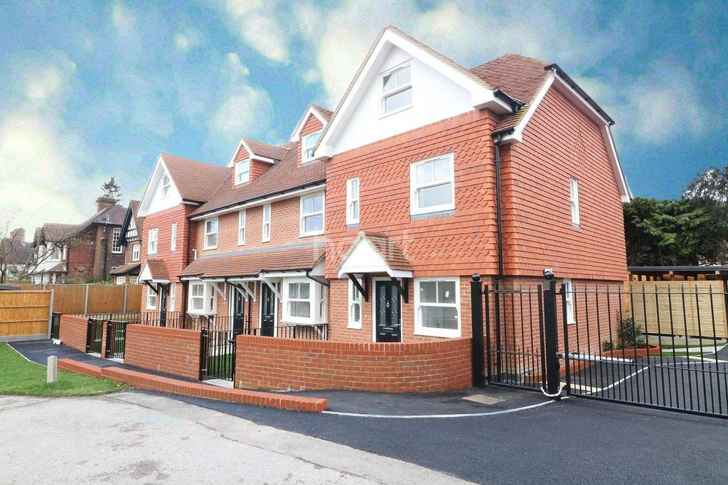 3 Bedrooms End Of Terrace House for sale in Horsham Road, South Holmwood, Dorking