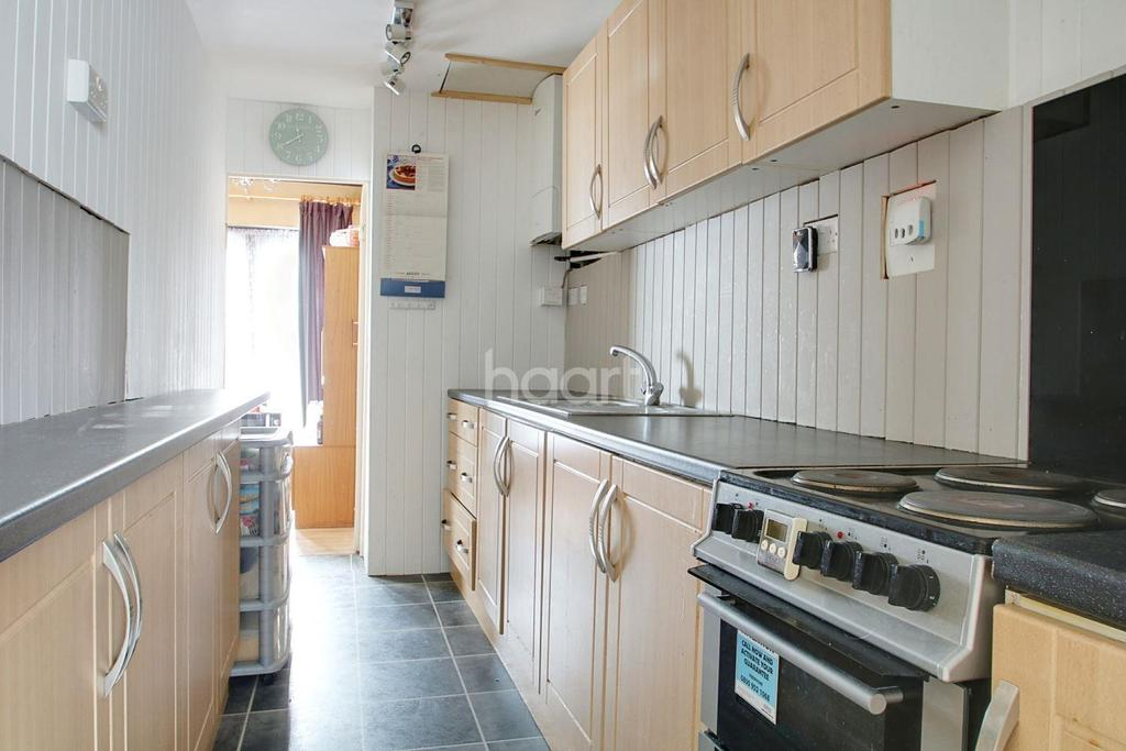 2 Bedrooms Terraced House for sale in Valence Circus, Dagenham