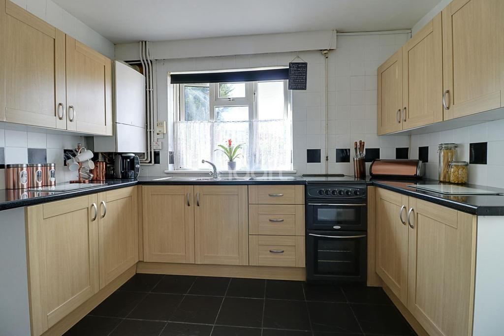 4 Bedrooms Semi Detached House for sale in Grove Gardens