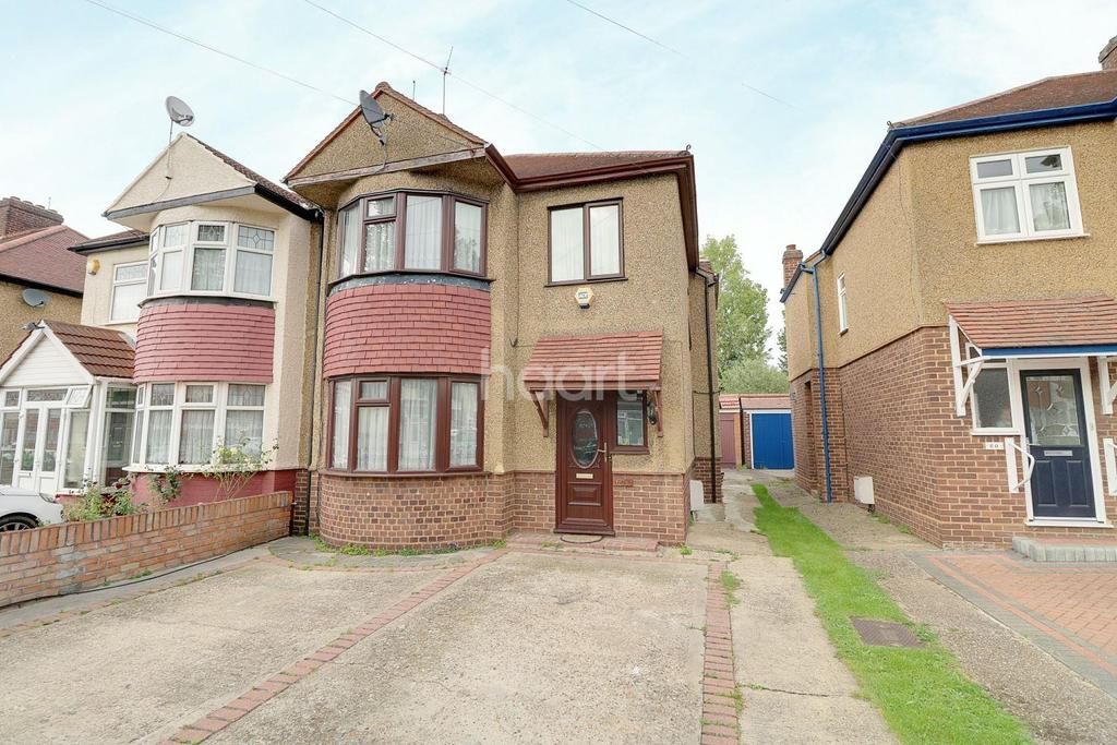 3 Bedrooms Semi Detached House for sale in Torquay Gardens, Redbridge