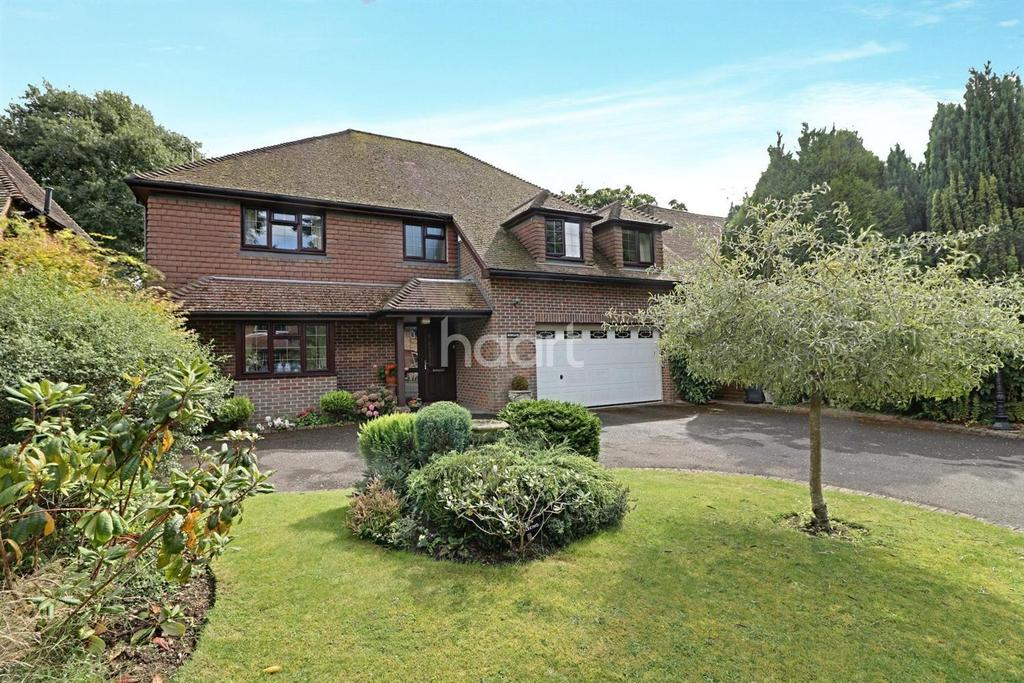 4 Bedrooms Detached House for sale in Highfield Crescent, Hindhead, Surrey
