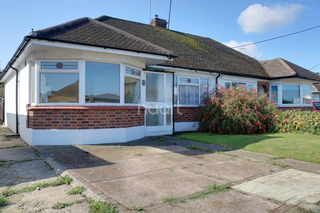 2 Bedrooms Bungalow for sale in Chesnut Close, Hockley