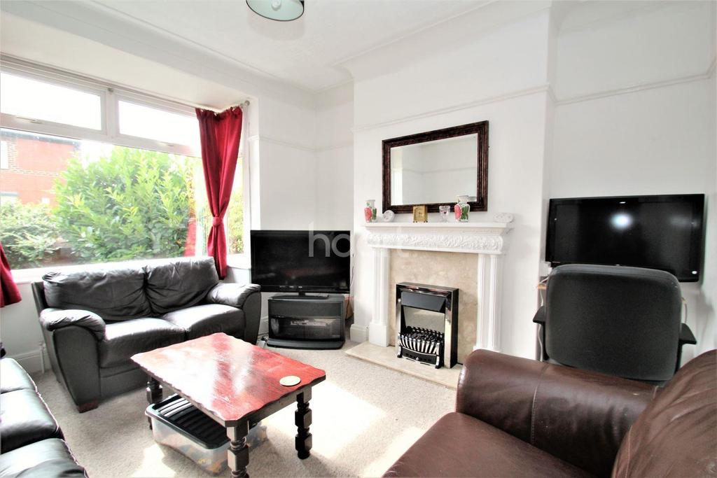 3 Bedrooms Semi Detached House for sale in Glamis Road, Town Moor, Doncaster
