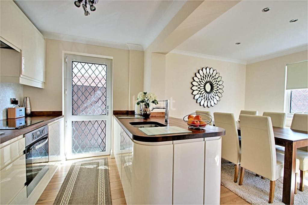 3 Bedrooms Detached House for sale in Hyacinth Close