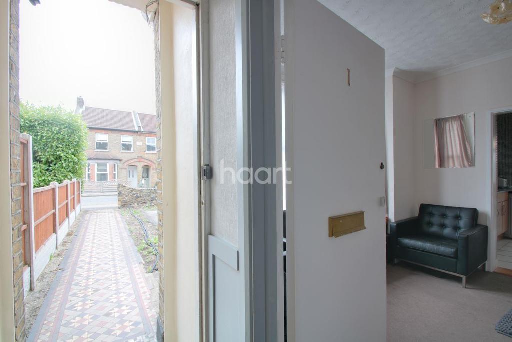 1 Bedroom Flat for sale in Church Road, Harold Wood