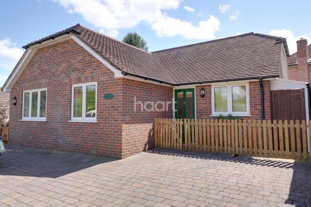 2 Bedrooms Bungalow for sale in Pulens Lane, Petersfield