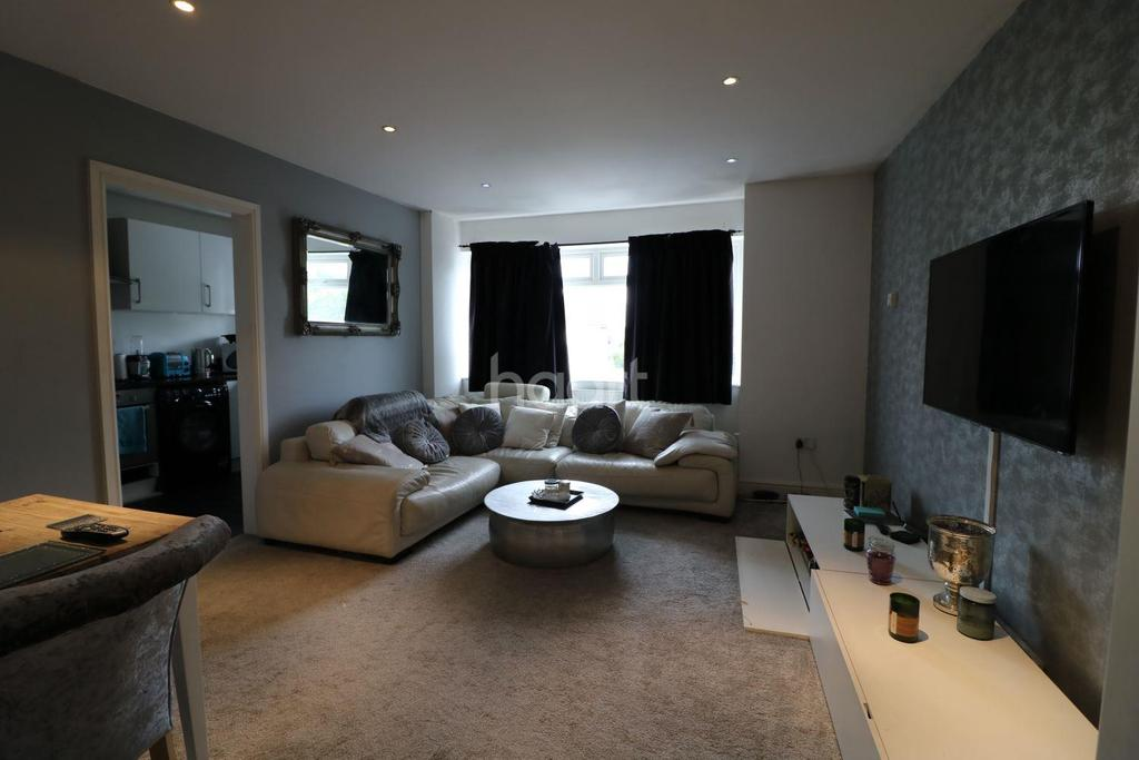3 Bedrooms Flat for sale in Kingfisher Court, Ruxley Lane, Epsom, KT19