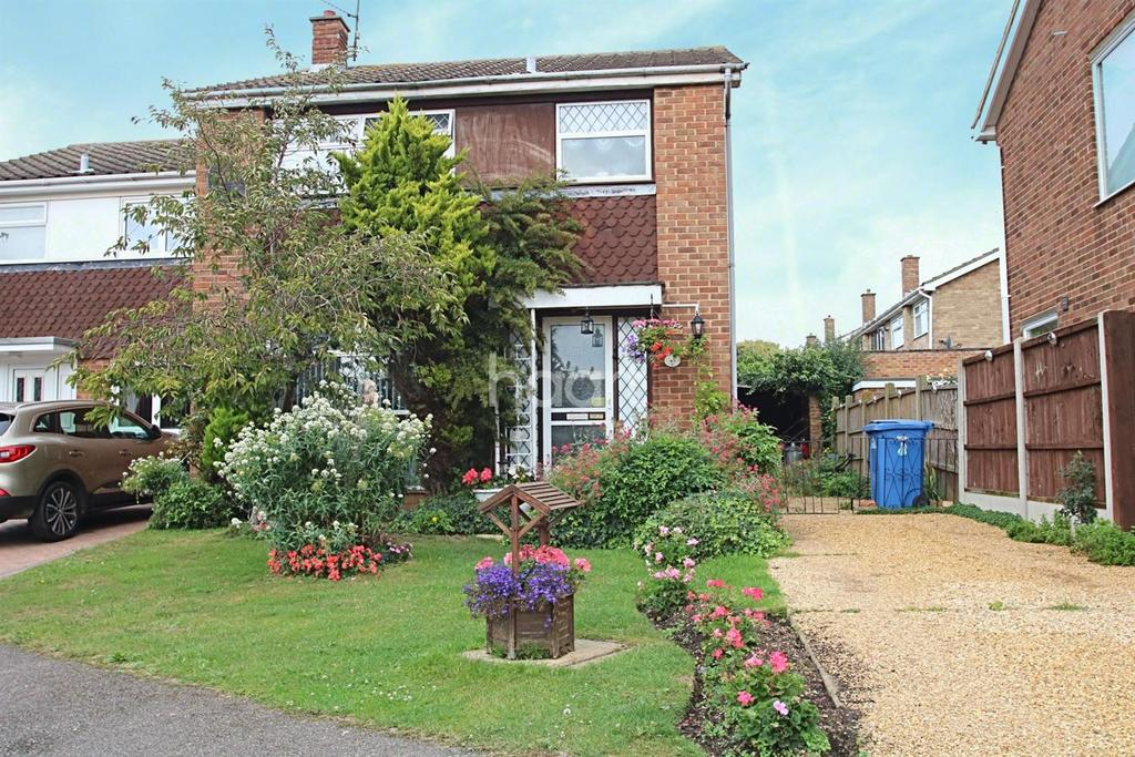 3 Bedrooms Semi Detached House for sale in Fleetwood close, minster on sea
