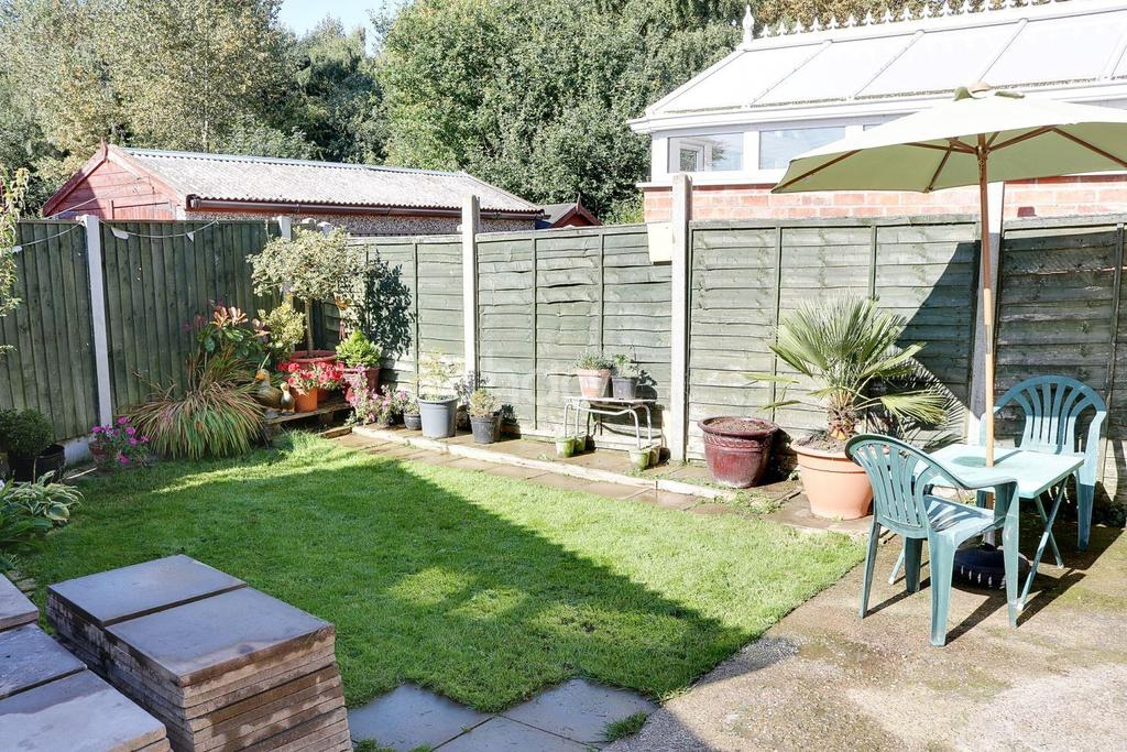 3 Bedrooms Semi Detached House for sale in Breckswood Drive, Clifton, Nottinghamshire