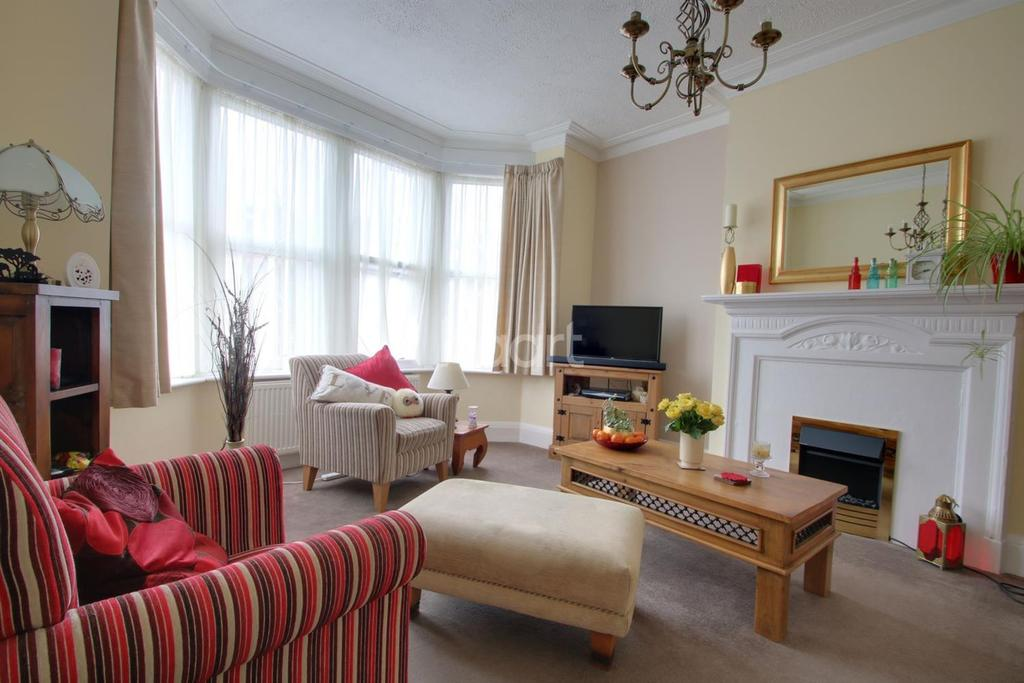 2 Bedrooms Flat for sale in West Road