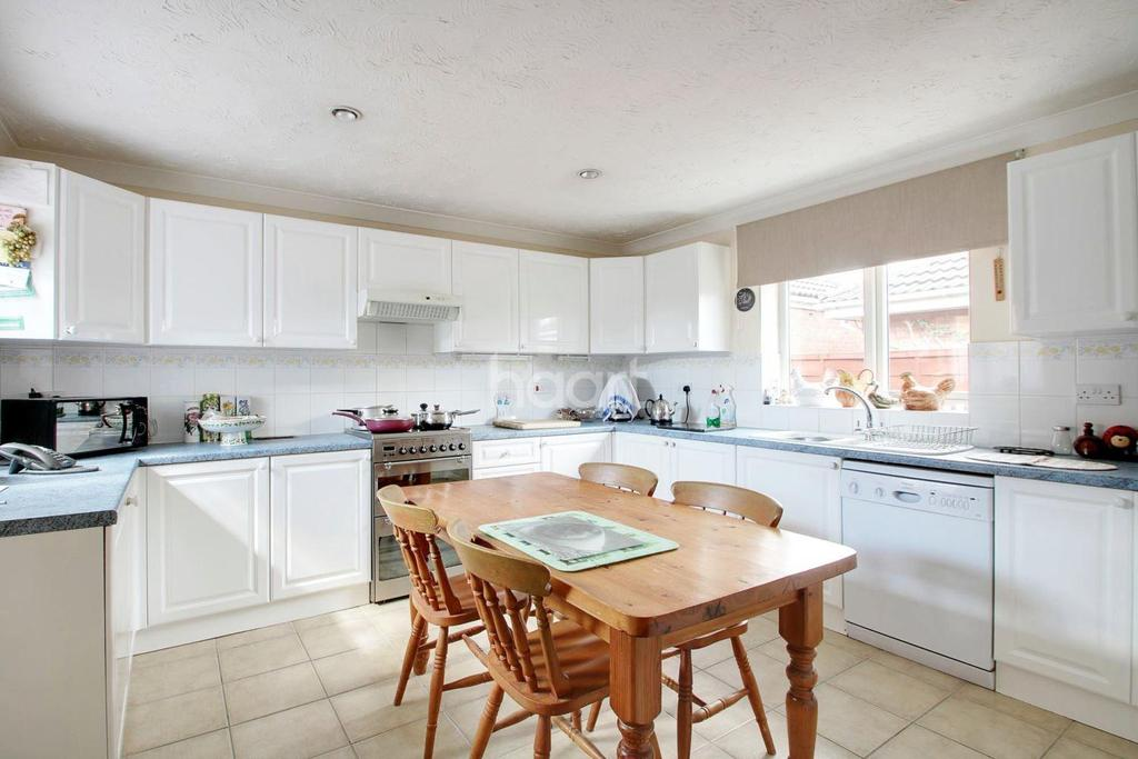 3 Bedrooms Bungalow for sale in Stanley Drive, Sutton Bridge
