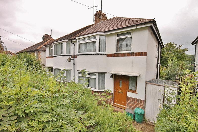 3 Bedrooms Semi Detached House for sale in Famet Close, Purley