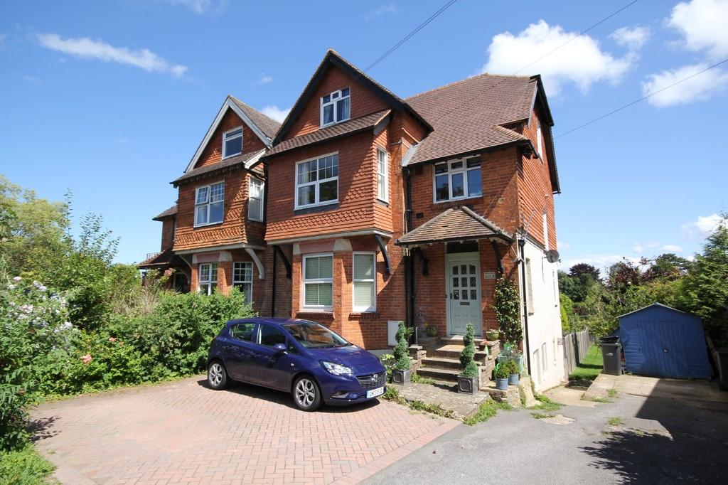3 Bedrooms Maisonette Flat for sale in Mayfield Road, Rotherfield
