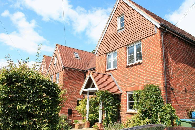 5 Bedrooms Semi Detached House for sale in Brookers Road, Billingshurst