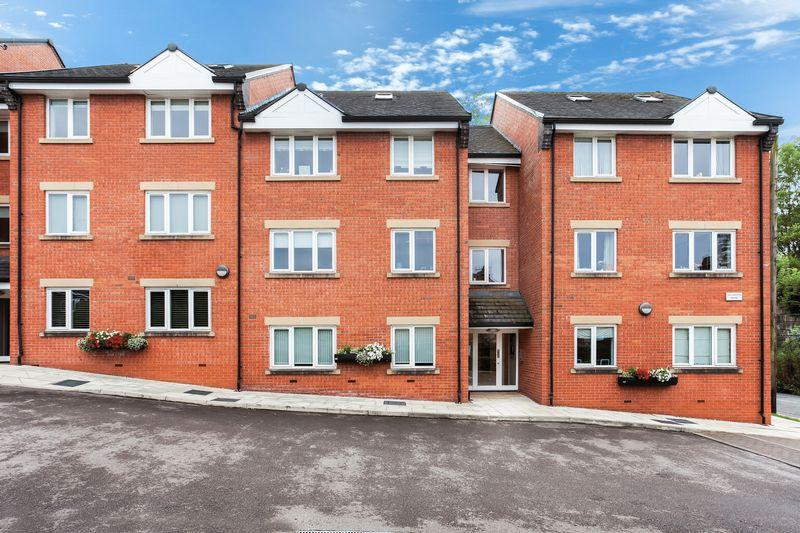 2 Bedrooms Apartment Flat for sale in Bollington House, Congleton
